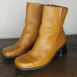 Naturalizer 90s Style Tan Booties size 7.5